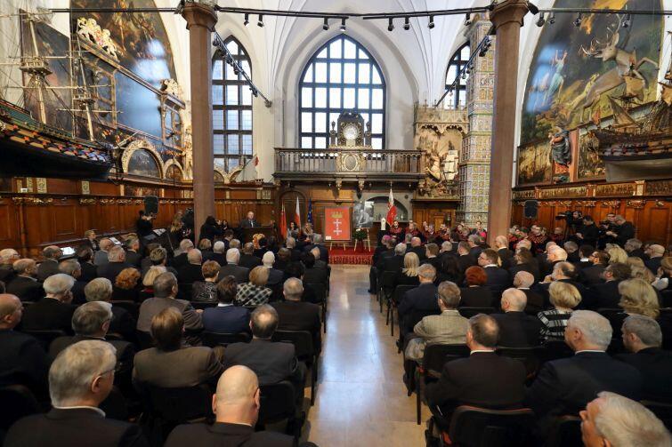 Nadzwyczajna sesja Rady Miasta Gdańska upamiętniająca tragicznie zmarłego prezydenta Miasta Pawła Adamowicza