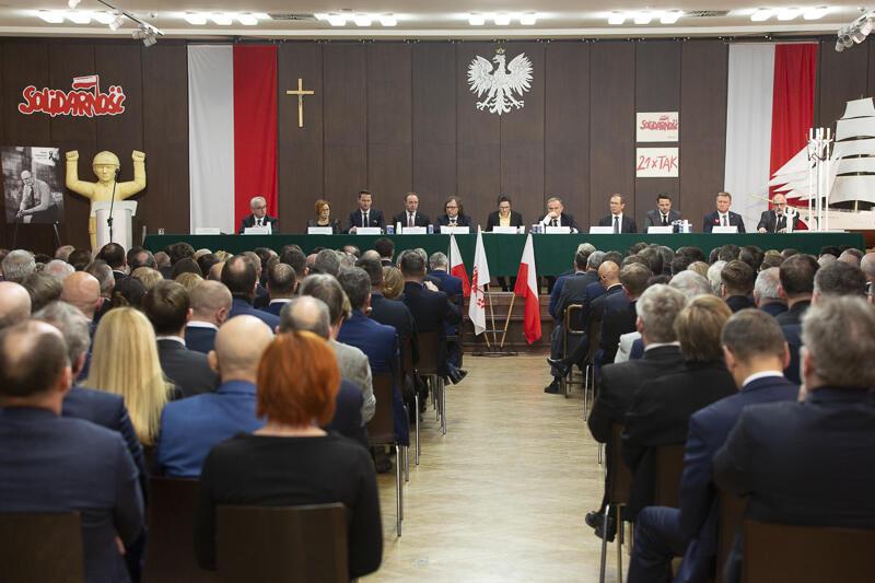 Sala BHP. Samorządowcy polscy oddają hołd Pawłowi Adamowiczowi
