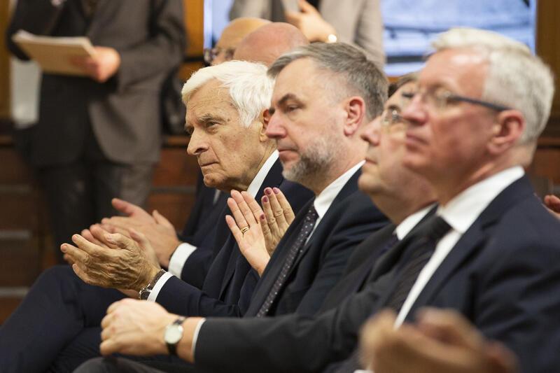 Nz. (pierwszy po lewej) Jerzy Buzek, były premier RP i były przewodniczący parlamentu Europejskiego