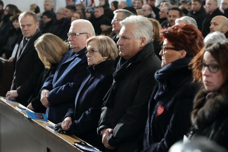 Donald Tusk, Lech Wałęsa, Aleksander Kwaśniewski z żonami