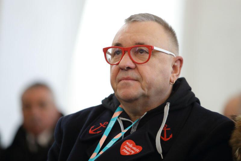 Jerzy Owsiak w Bazylice Mariackiej przed mszą św. pogrzebową Pawła Adamowicza