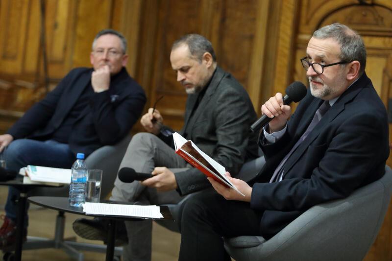 Debatę prowadził red. Jerzy Sosnowski (pierwszy z prawej)