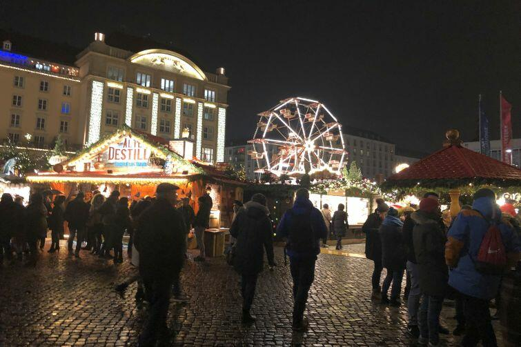 Jarmark Świąteczny w niemieckim mieście Drezno w Saksonii