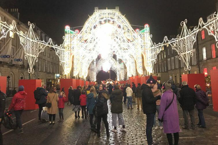 Nasza blogerka Asia w świątecznie ozdobionym Edynburgu w Szkocji
