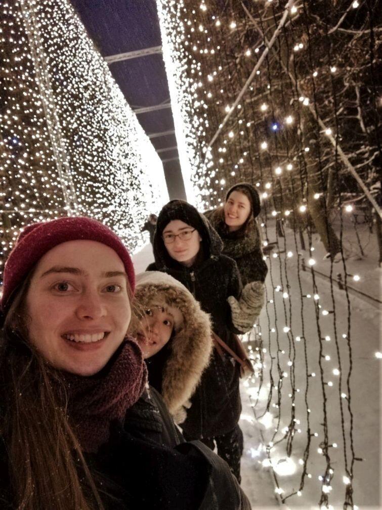 Gdańsk. Wraz z przyjaciółkami ze szkoły i koleżanką Koreanką, która odwiedziła Gdańsk, podziwiałyśmy piękne iluminacje w Parku Oliwskim