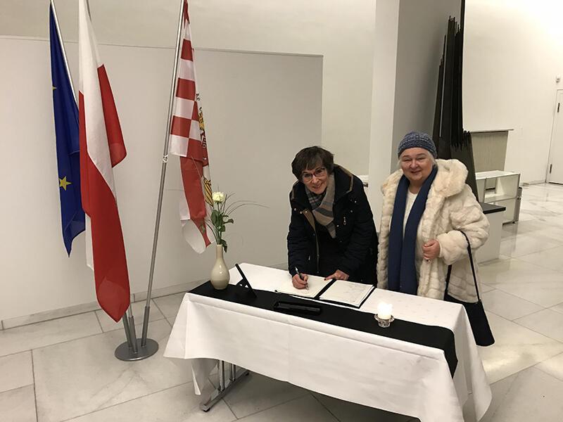 W Bremie, jeszcze w piątek, można było wpisywać się do księgi kondolencyjnej dedykowanej prezydentowi Pawłowi Adamowiczowi