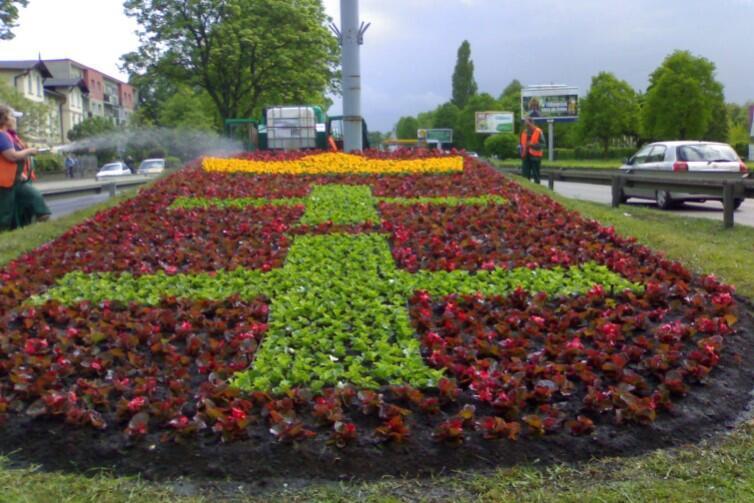 Kompozycja kwiatowa, przedstawiająca herb Gdańska - można ją było podziwiać w pasie drogowym al. Grunwaldzkiej, na Żabiance