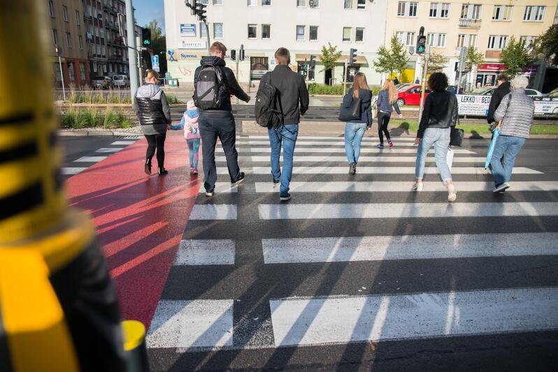 Przejścia dla pieszych - w ich okolicy rozdawane będą darmowe elementy odblaskowe