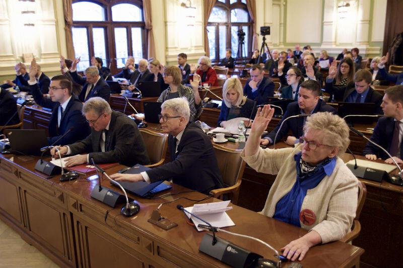 Głosowanie podczas sesji Rady Miasta Gdańska w czwartek, 31 stycznia
