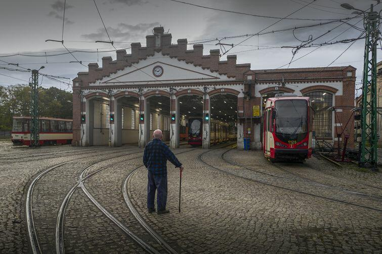 Życie codzienne miasta w obiektywie Chrisa Niedenthala. Jedno ze zdjęć prezentowanych na wystawie