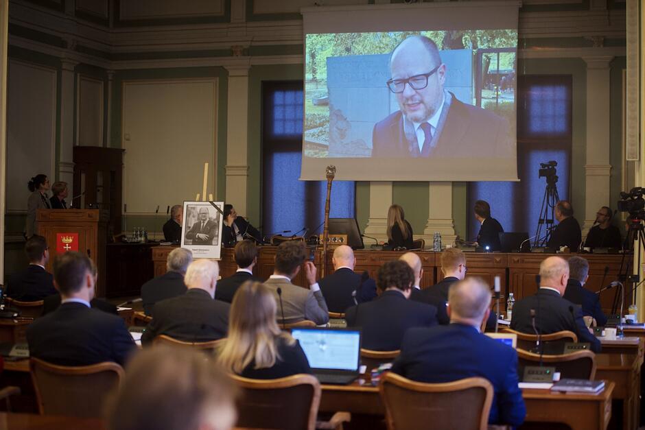 W trakcie sesji uczczono pamięć zamordowanego prezydenta Pawła Adamowicza