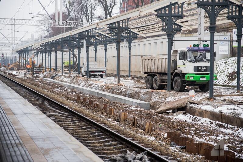 Od poniedziałku, 4 lutego, szykują się spore utrudnienia dla pieszych i pasażerów