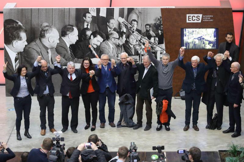 W głosowaniu udział wzięło 9 członków rady ECS, jeden się wstrzymał