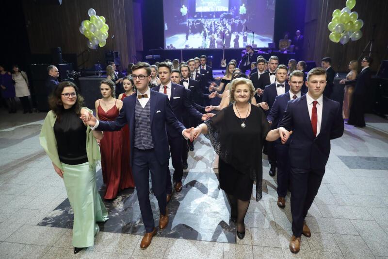 Bal studniówkowy III Liceum Ogólnokształcącego w Gdańsku w klubie Stary Maneż