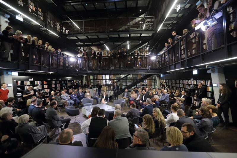 ECS od początku swojego istnienia było forum wielu debat, tutaj - debaty pt. `Czy Polacy to jeden naród a dwa plemiona?`