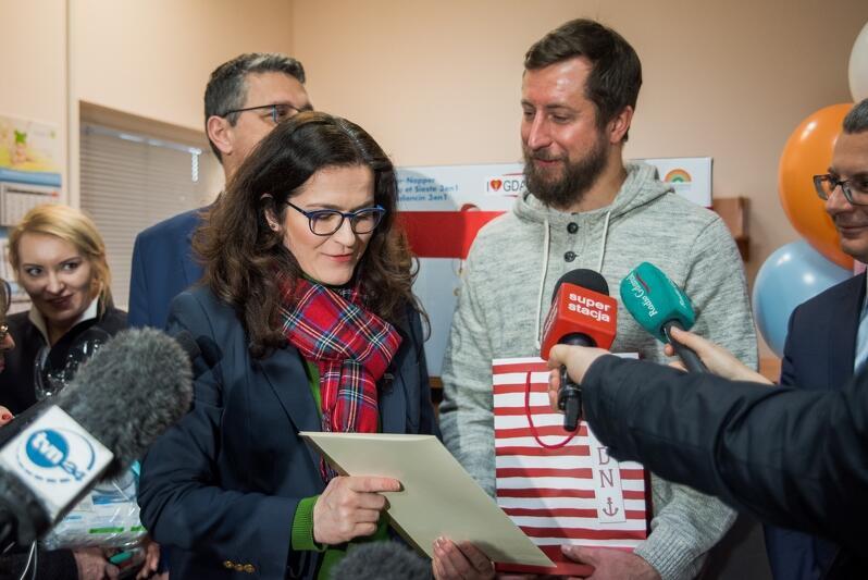 Tata Józia, Krzysztof Grabowski, dostał prezenty i list gratulacyjny od Aleksandry Dulkiewicz, pełniącej obowiązki prezydenta Gdańska
