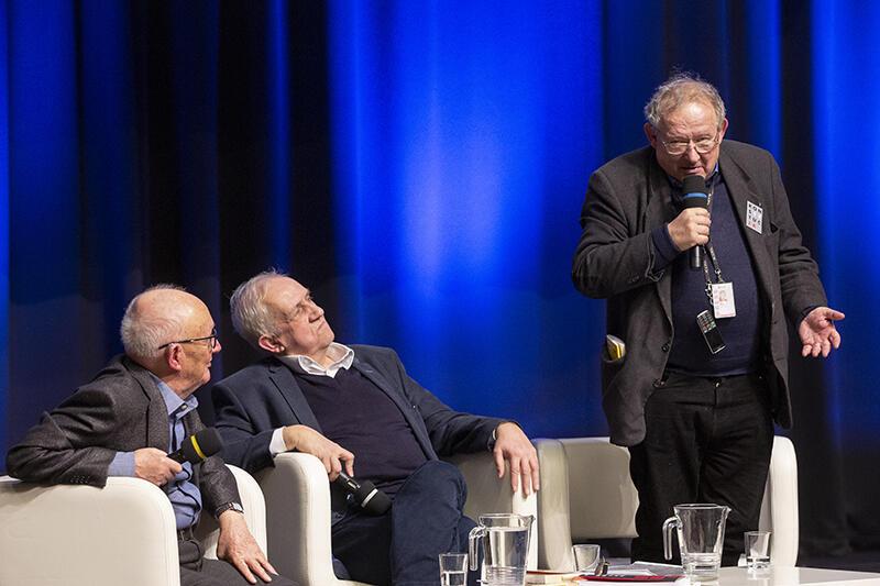 Debata w ECS na 30-lecie obrad okrągłego stołu. Od lewej: prof. Janusz Reykowski, prof. Andrzej Friszke, Adam Michnik