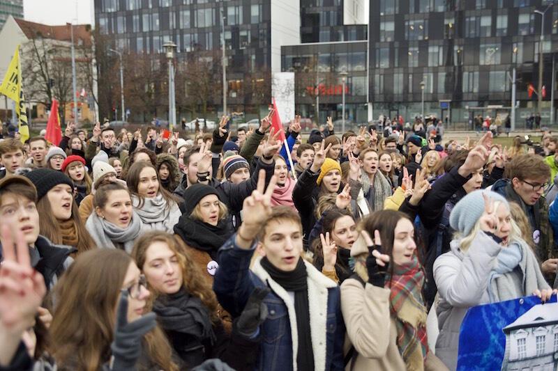 Spod Dworu Artusa, przez Złotą Bramę, na Plac Solidarności pod pomnik Trzech Krzyży - taką trasę pokonali uczestnicy marszu