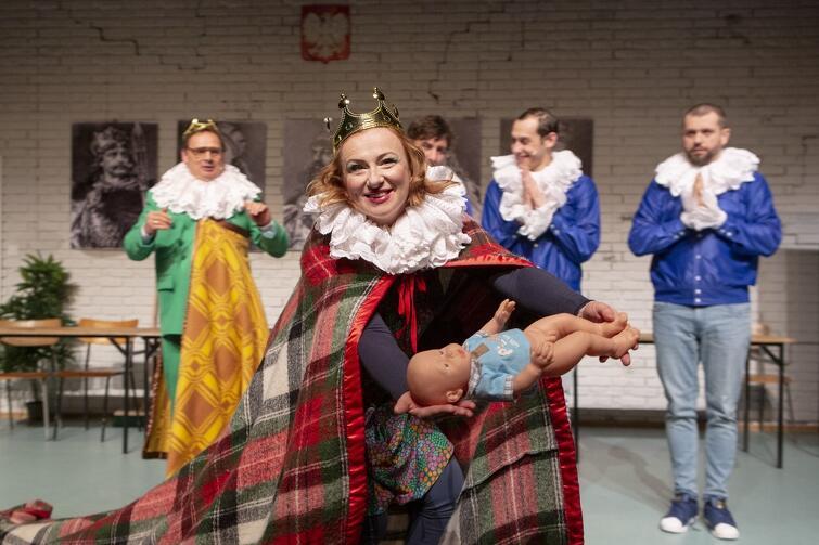 """Najnowsza premiera Teatru Wybrzeże dla dzieci i nie tylko - """"Zaczarowana Królewna"""" Artura Oppmana, w reżyserii Michała Derlatki"""