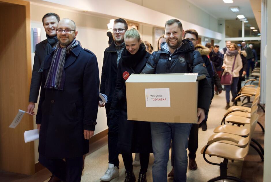 Środowa akcja zbierania podpisów przeszła najśmielsze oczekiwania - w ciągu 10 godzin zebrano 25 tysięcy podpisów poparcia dla kandydatury Aleksandry Dulkiewicz