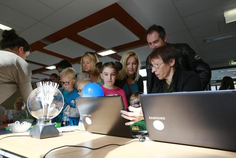 Dni otwarte w gdańskich szkołach podstawowych to już tradycja. Nz. taki właśnie dzień w Pozytywnej Szkole Podstawowej w Kokoszkach w 2014 r.