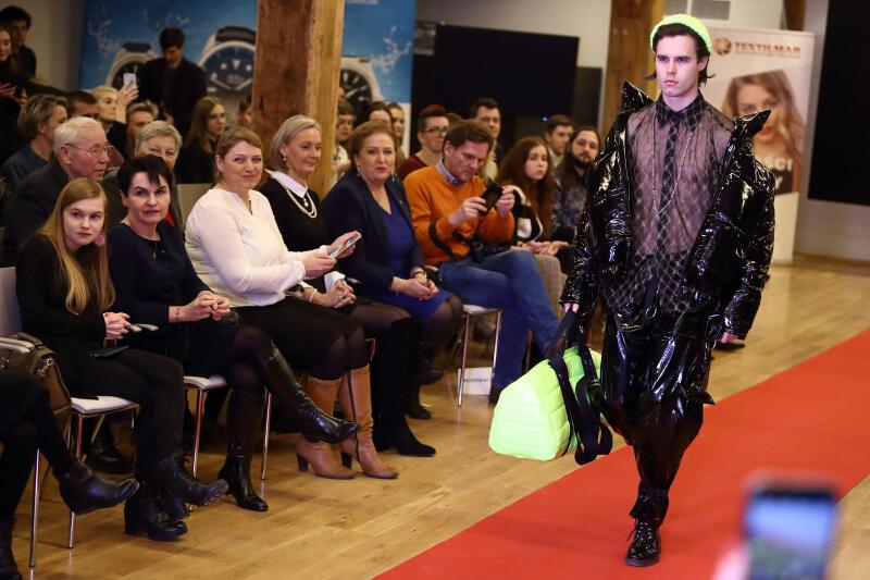 I miejsce zajął Rafał Karasiewicz, który zachwycił jury odważnym podejściem do mody. Nz. model w jednym z jego projektów