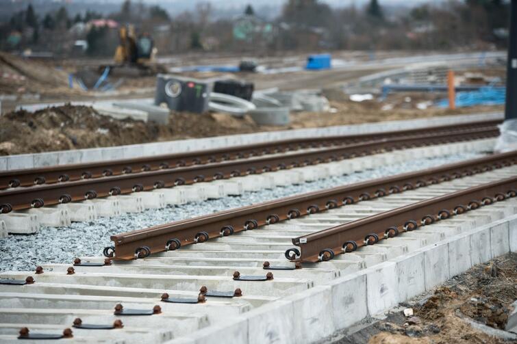 Prace budowlane prowadzone są na całym odcinku przyszłej trasy, która liczyć będzie 2,7 km długości