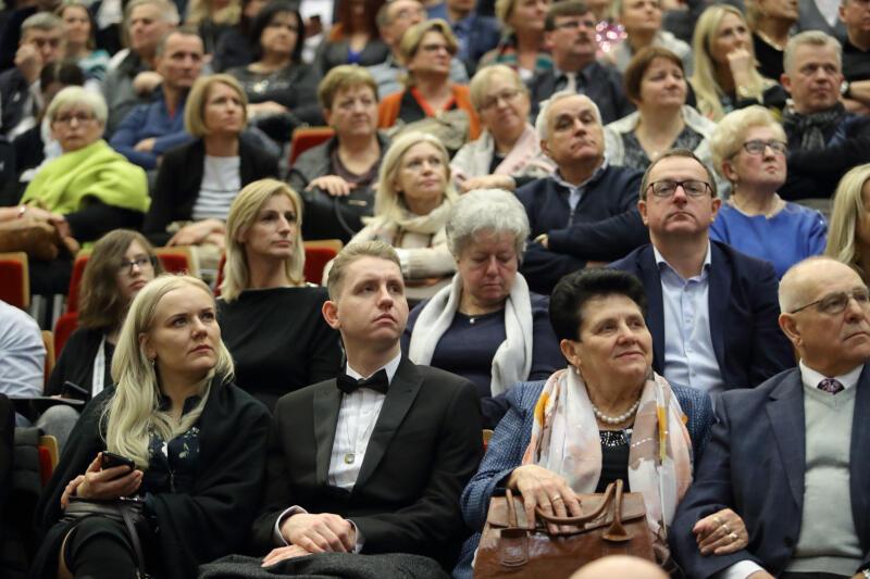 Publiczność podczas koncertu Andrei Bocellego w Ergo Arenie w styczniu 2019 roku