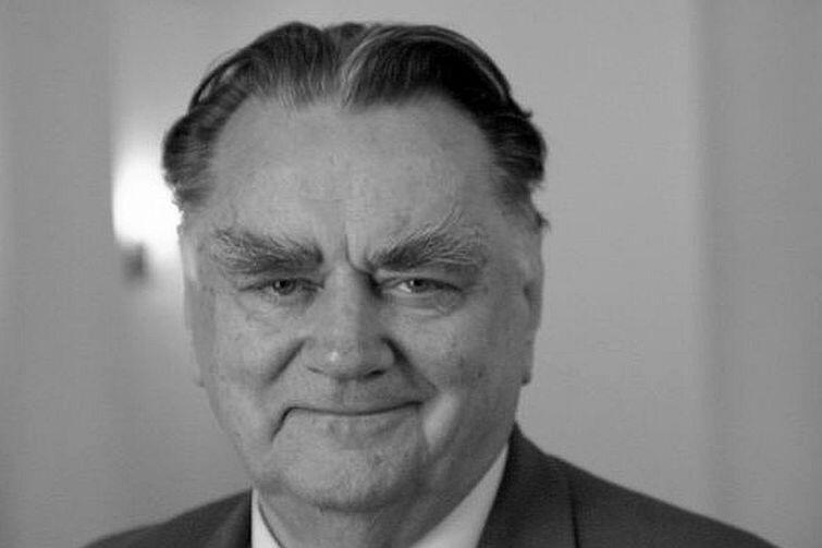 Jan Olszewski (1930 - 2019), jedna z czołowych postaci opozycji demokratycznej w PRL, premier rządu RP w latach 1991-1992