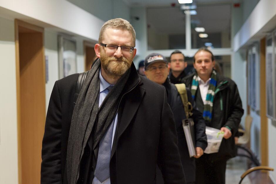 Grzegorz Braun zebrał wystarczającą liczbę podpisów, by kandydować na prezydenta Gdańska, lecz komisja wyborcza wstrzymała jego rejestrację jako kandydata do 11 lutego