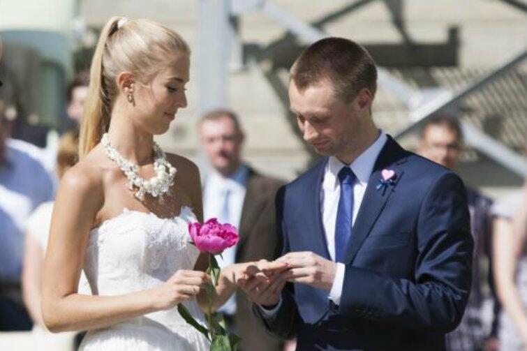 W Gdańsku ślub bierzemy chętnie. Nawet... na stadionie. Nz. pierwszy ślub zawarty na PGE Arena (dziś Stadion Energa Gdańsk), w czerwcu 2013 roku