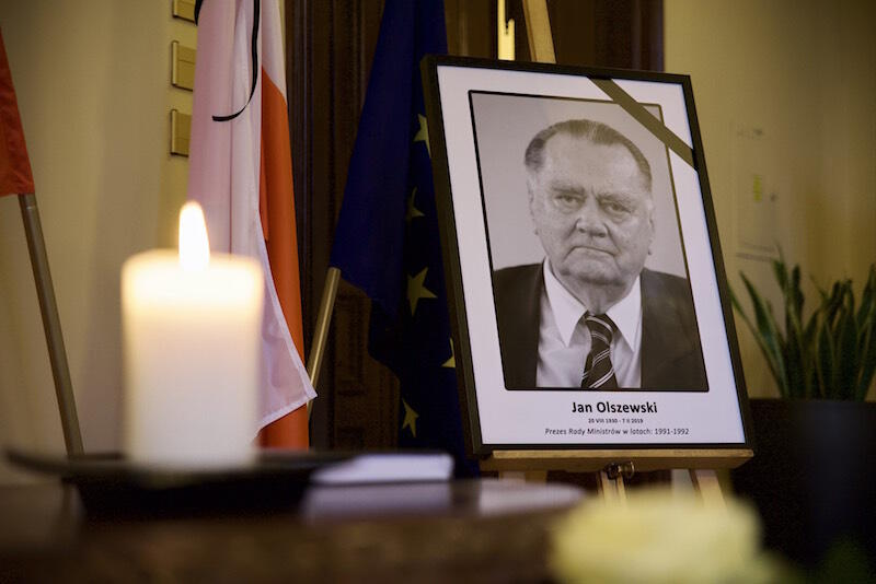 Jan Olszewski zmarł 7 lutego br. w Warszawie. W latach 1991-1992 był premierem rządu RP