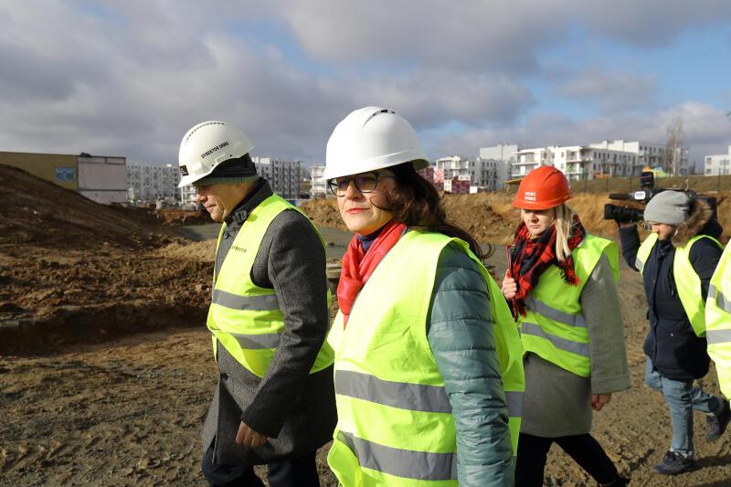 Centrum Edukacyjne Jabłoniowa. Budowę wizytowała pełniąca obowiązki prezydenta Gdańska Aleksandra Dulkiewicz