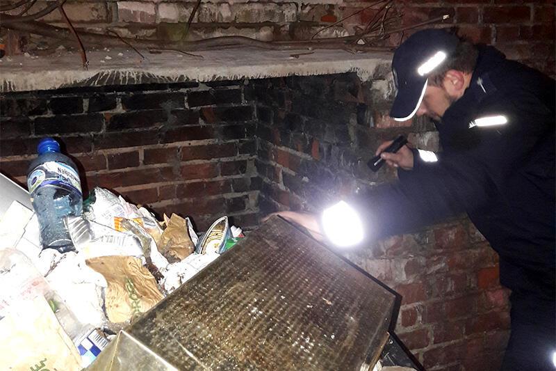 Patrole odwiedzają m.in. ogródki działkowe, piwnice i dworce, gdzie mogą przebywać osoby bezdomne