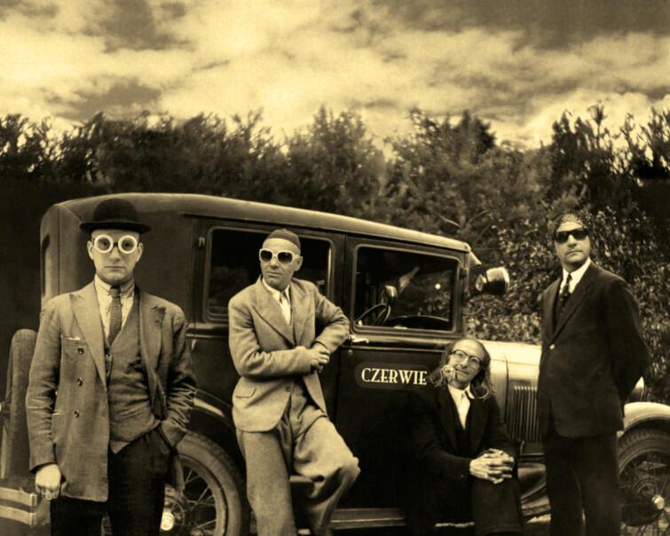 Zespół Czerwie znany jest m.in. z tworzenia muzyki do niemych filmów. Jego styl to pogranicze folku i etno