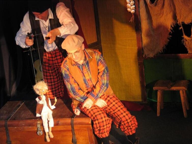 Teatr Klapa, czyli Koperek i Kminek jest już dobrze znany dzieciom w Trójmieście. W niedzielę, w Plamie opowie swoją wersję Pinokia