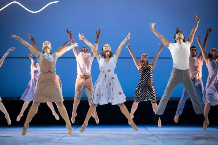 Giselle w Operze Bałtyckiej to piękne widowisko baletowe, które zachwyca prostotą i niewymuszonym wdziękiem