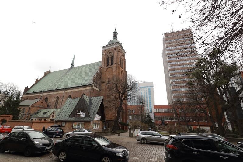 Kościół św. Bartłomieja w Gdańsku - widok od ul. Gnilnej
