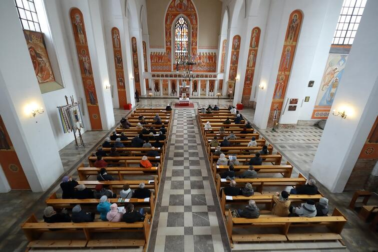 Msze święte i nabożeństwa w kościele św. Bartłomieja odbywają się normalnie