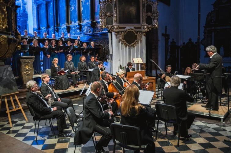 Polski Chór Kameralny Schola Cantorum Gedanensis podczas koncertu w Katedrze Oliwskiej, z okazji jubileuszu 40-lecia istnienia