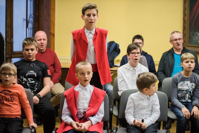 Opiekunowie chóru zapraszają chłopców w wieku od 7 do 11 lat wraz z rodzicami na spotkanie organizacyjne 11 marca