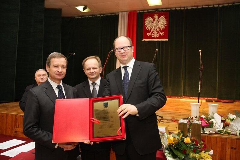 Prezydent Gdańska Paweł Adamowicz otrzymał Honorowe Obywatelstwo Gminy Gorzyce za pomoc mieszkańcom, którzy ucierpieli w powodzi w 2010 roku