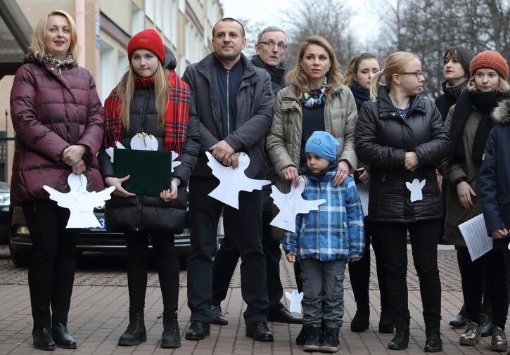 Białe anioły z papieru powiewają dziś w wielu miastach Ukrainy. W Gdańsku też pojawiły się. Po raz pierwszy