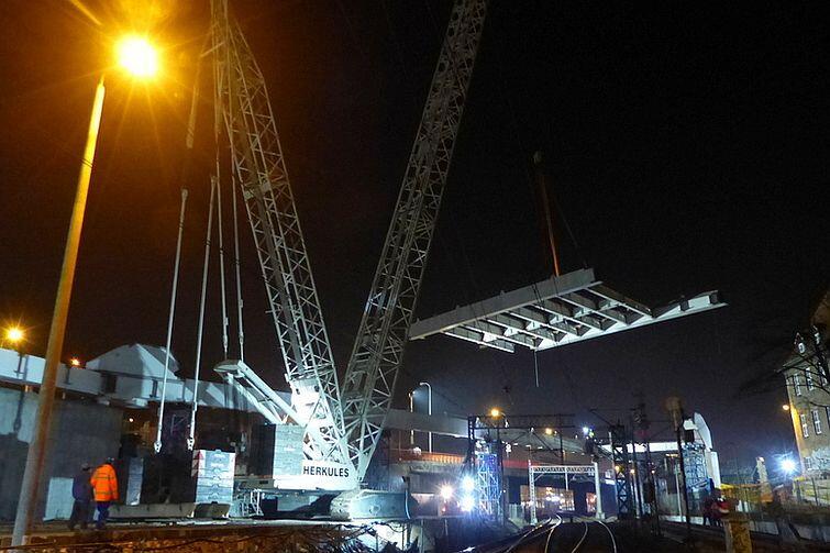 Nocny montaż konstrukcji stalowej