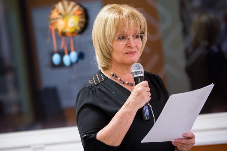 Poetka Gabriela Szubstarska podczas jednego ze spotkań Gdańskiego Klubu Poetów, którego jest prezesem i pomysłodawczynią