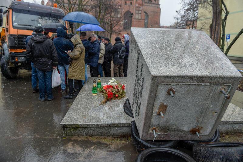Sympatycy ks. Henryka Jankowskiego nie pozwoli na zabranie pomnika