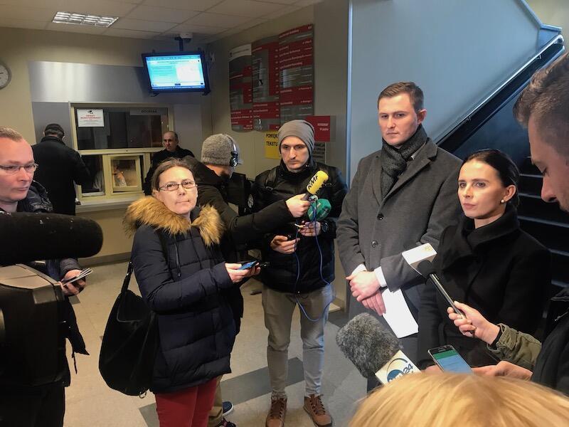 Kwadrans przed godz. 15 Magdalena Skorupka-Kaczmarek (rzecznik prezydenta Gdańska) i Piotr Grzelak (z-ca prezydenta Gdańska) zwołali w Urzędzie Miasta, kolejną tego dnia, konferencję prasową