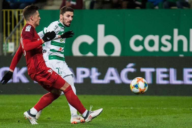 Filip Mladenović strzela dla Lechii zwycięskiego gola