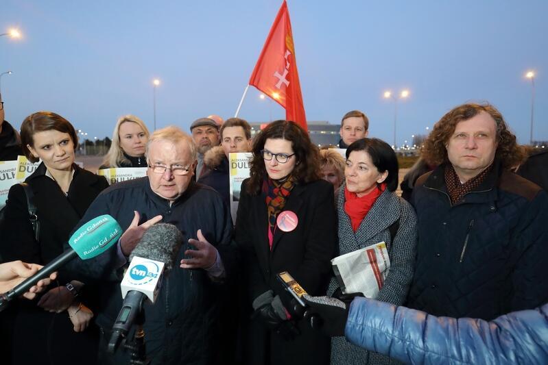Na zdjęciu od lewej: Katarzyna Gruszecka-Spychała, Aleksander Hall, Aleksandra Dulkiewicz, Bożena Grzywaczewska i Jacek Karnowski