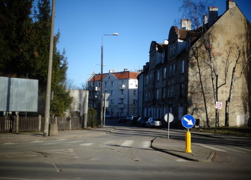 Ulica Leczkowa, widok od skrzyżowania z ulicą Wyspiańskiego; 2019